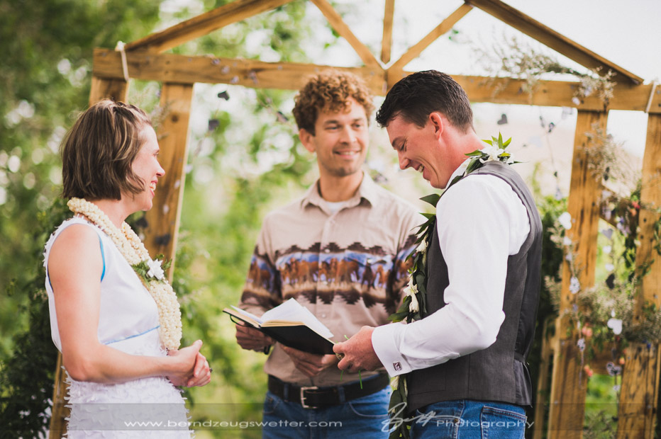 reading the vows during wedding ceremony at rainbow tarns.